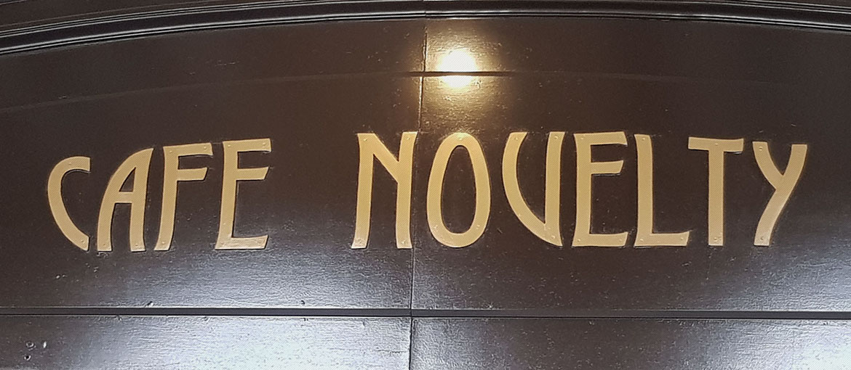 Rótulo de la entrada Café Novelty