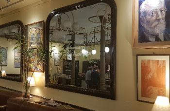 Detalles de los espejos y cuadro de Miguel de Unamuno